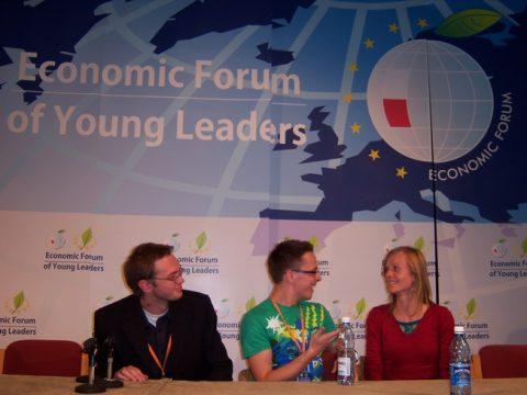 TJA atstovas diskutuoja su forumo dalyviais
